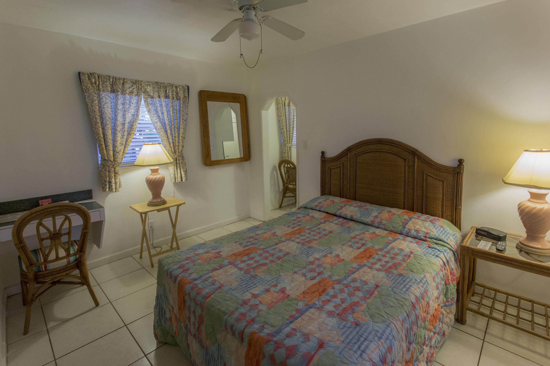 moyen studio richards motel extended stay. Black Bedroom Furniture Sets. Home Design Ideas